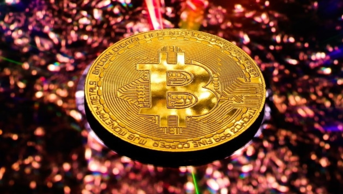 Bitcoin Price Retracts From $42,300 To $41,600 In Ten Hours